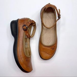 KEEN Leather Closed Toe Ankle Strap Flats Shoes
